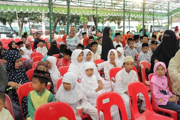 Menyambut Milad ke-62, Universitas Muslim Indonesia (UMI) Makassar menggelar buka puasa bersama 1000 anak yatim, Senin (20/6/2016).
