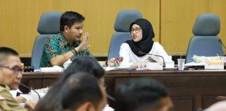 Adi Rasyid Ali didampingi Indira Mulyasari memimpin rapat pembahasan Ranperda Kota Makassar Tentang Pertanggungjawaban Pelaksanaan APBD TA. 2015. Di Ruang Badan Anggaran DPRD Makassar, Selasa (26/7/2016).