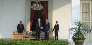 Presiden Joko Widodo saat menerima tamu negara Perdana Menteri Selandia Baru John Key di Istana Merdeka, Senin (18/7/2016). (foto:kps)
