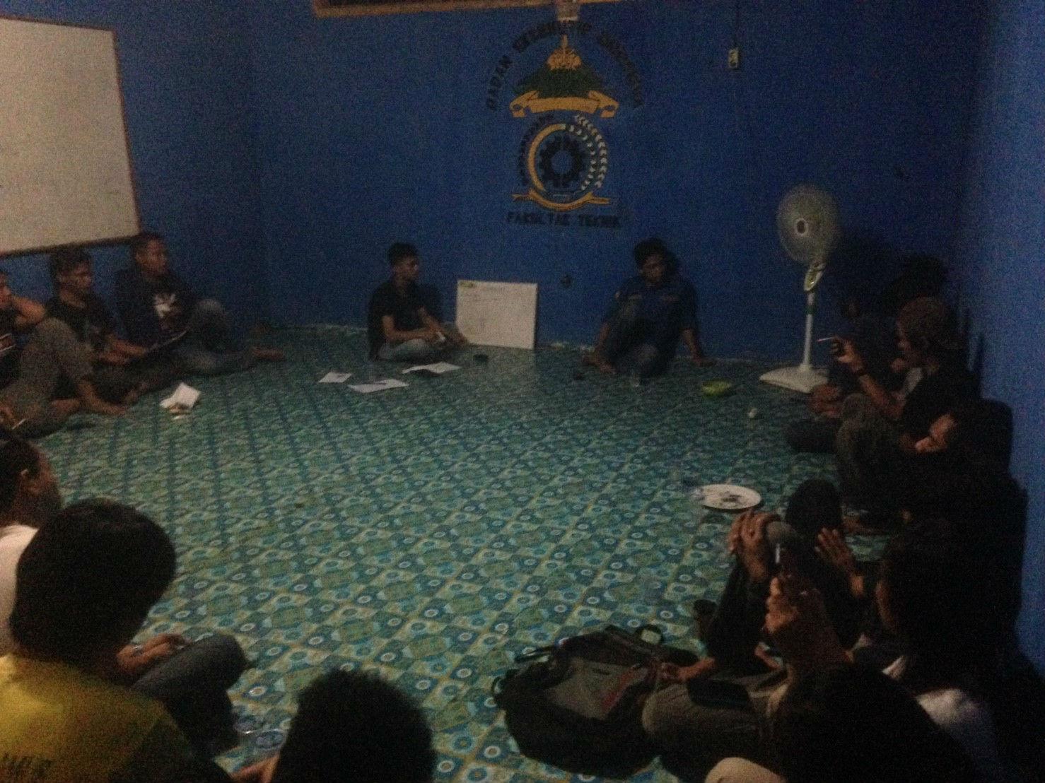 Suasana Rapat Evaluasi Program Kegiatan BEM