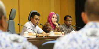 Panitia Khusus (Pansus) Rancangan Peraturan Daerah (Ranperda) tentang Penyertaan Modal Pemerintah Kota Makassar kepada Perusahaan Daerah Air Minum (PDAM) Kota Makassar melanjutkan Rapat Kerja Pansus di ruang rapat Panitia Anggaran DPRD Kota Makassar, Senin (17/10/2016).