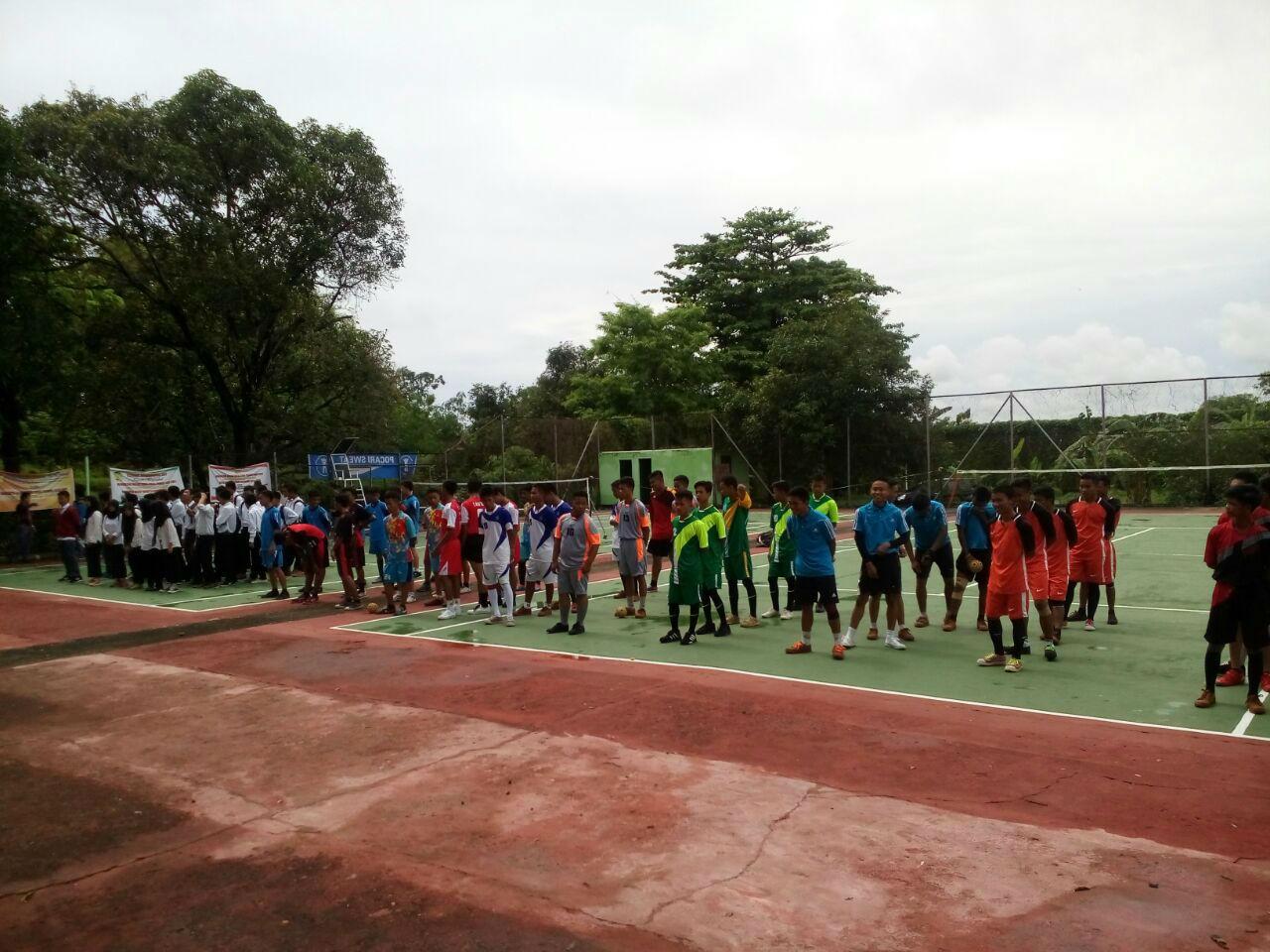 Para-Peserta-Kegiatan-Turnamen-Sepak-Takraw-Antar-SMA-Sederajat-Se-Sulawesi-Selatan-Saat-Pembukaan-Kegiatan