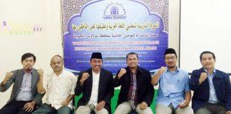 Ketua LP3M Pimpinan Wilayah Muhammadiyah (PWM) Sulsel, Lukman Abdul Samad (ketiga dari kiri) foto bersama Wakil Ketua LP3M Husni Yunus (kedua dari kiri), dan beberapa pengurus LP3M PWM Sulsel. (ist)
